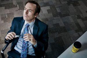 """Es la precuela de la serie """"Breaking Bad"""", la cual explora los orígenes del singular abogado """"Saul Goodman"""", quien pasa de ser un profesional sin mucho éxito a la mano derecha de diversos delincuentes. Foto:Netflix / AMC. Imagen Por:"""
