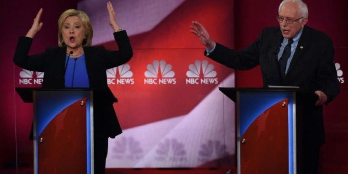 Clinton y Sanders protagonizan un áspero debate entre demócratas