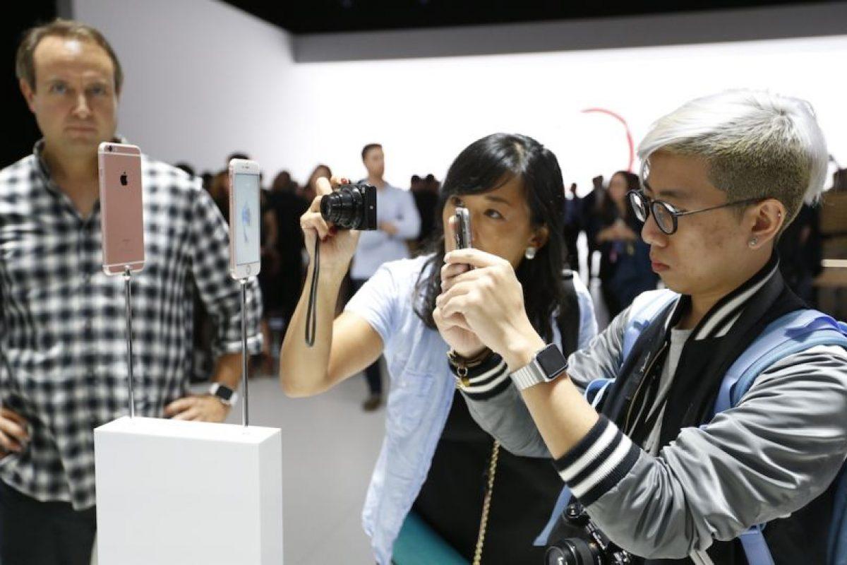 """A través de las redes sociales, usuarios señalan que el iPhone 6s se sobrecalienta ocasionando que no se pueda habilitar el flash de la cámara posterior. El dispositivo muestra un mensaje de advertencia que menciona lo siguiente: """"El iPhone necesita enfriarse antes de poder utilizar el flash"""". Foto:Getty Images. Imagen Por:"""
