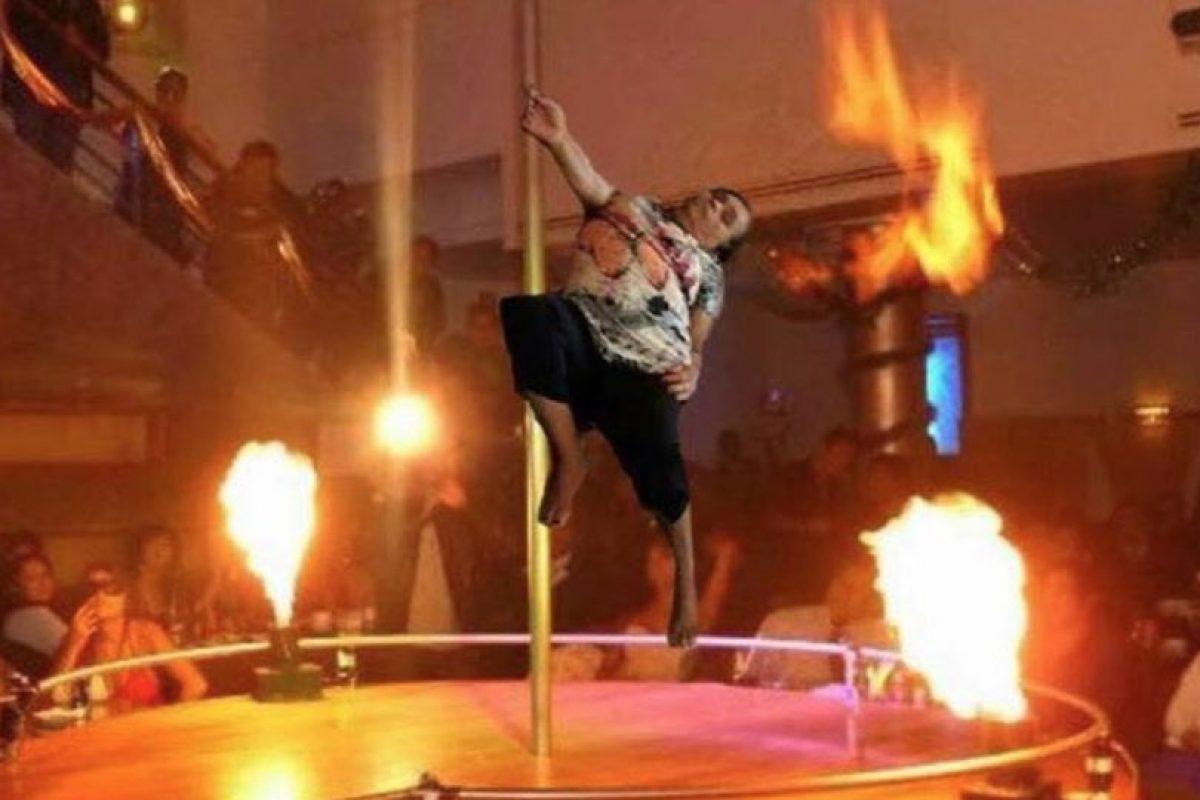 Bailando en el tubo Foto:Vía Facebook. Imagen Por: