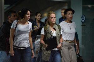 Lilian Tintori (al centro) y la madre de Leopoldo López, a la derecha de la imagen. Foto:AFP. Imagen Por: