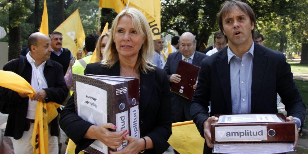 Amplitud ingresa firmas al Servel y se constituye como partido político