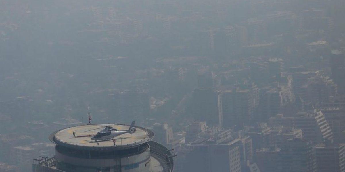 Incendio que provoca nube de humo en varias comunas de Santiago podría durar varios días