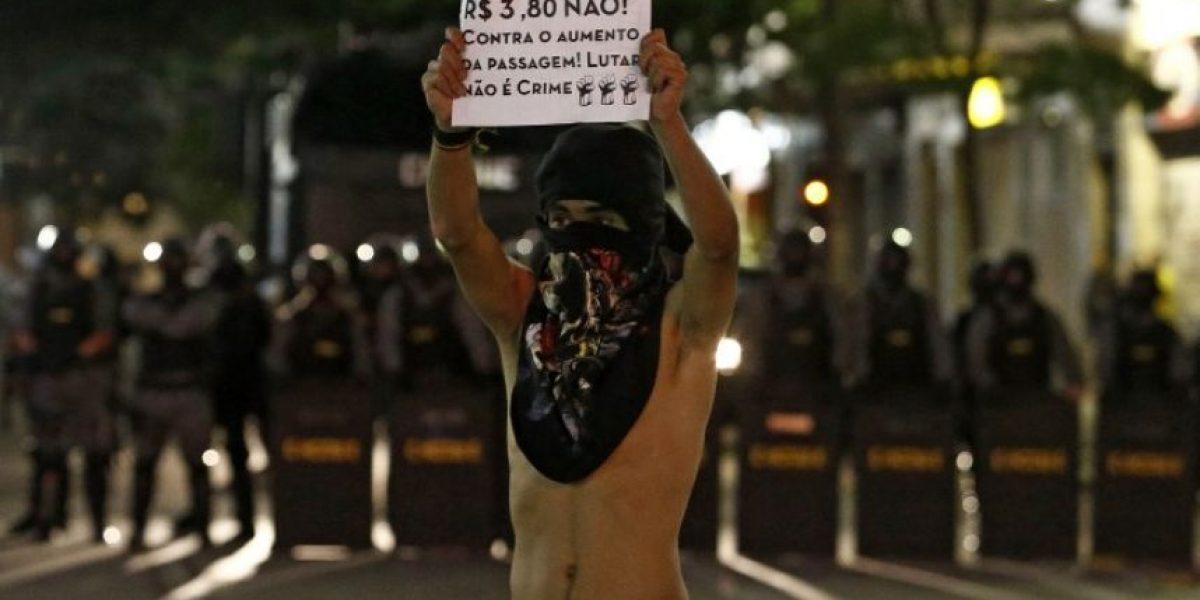 Sao Paulo: con bombas de estruendo policía dispersa protesta por alza del transporte