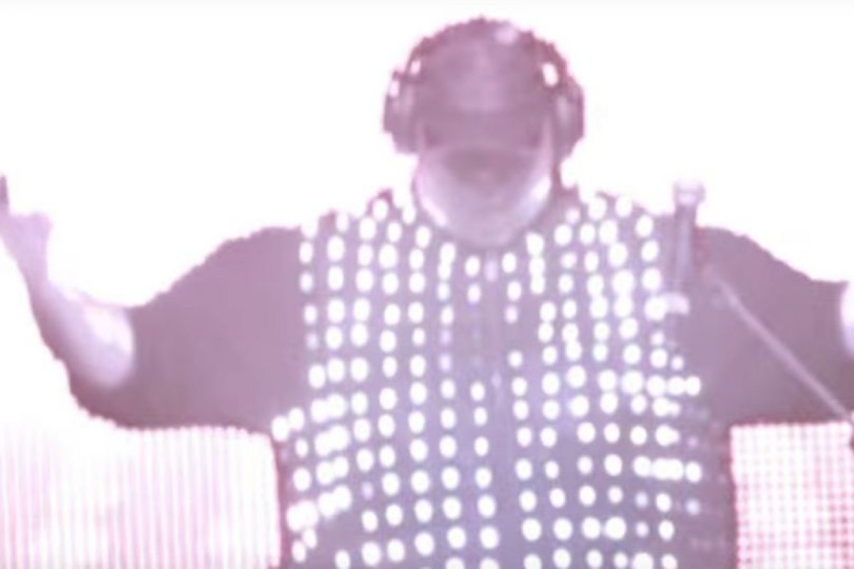 En su faceta como DJ. Foto:MrKimDotcom / YouTube. Imagen Por: