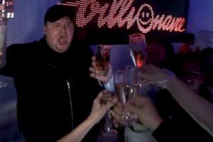 Las fiestas nunca faltaban. Foto:MrKimDotcom / YouTube. Imagen Por: