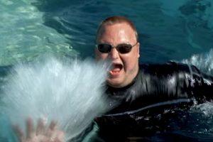 Se divertía en el agua. Foto:MrKimDotcom / YouTube. Imagen Por:
