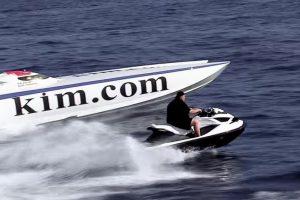 Todo tipo de vehículos para divertirse. Foto:MrKimDotcom / YouTube. Imagen Por: