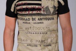 Sus jeans y camisetas van desde los 95 hasta los 140 dólares. Foto:vía Escobar Henao. Imagen Por: