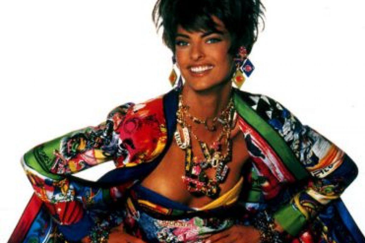 Este estilo de exceso fue popular en los 90 con marcas como Versace. Foto:vía Versace. Imagen Por: