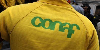 En temporada de incendios: funcionarios de Conaf anuncian paralización