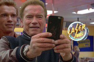 Los memes que generó la selfie de Arnold Schwarzenegger en Escocia Foto:Imgur / Reddit. Imagen Por: