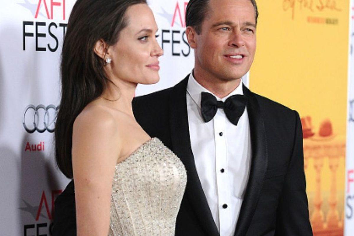 En cuanto a la pareja Jolie- Pitt, se rumorea que ella sufre de varias enfermedades. Causó impacto por su extrema delgadez. Foto:vía Getty Images. Imagen Por: