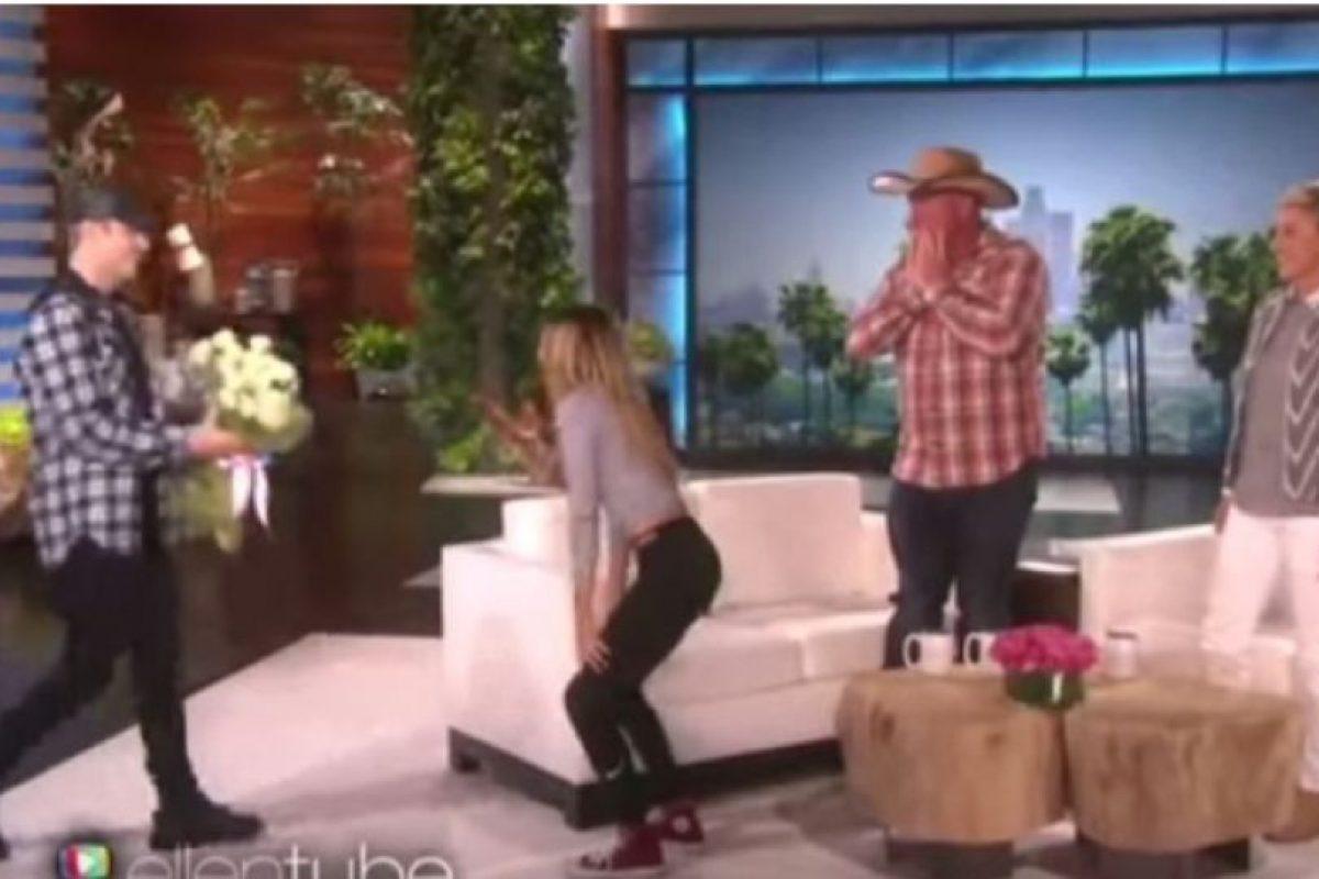 """1. Cuando sorprendió a una fan con un gran ramo de flores en el programa de la presentadora Ellen DeGeneres Foto:""""Ellen DeGeneres Show"""". Imagen Por:"""