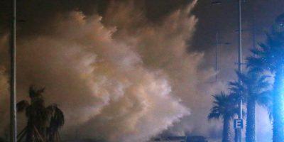 Marejadas en Viña: olas llegaron hasta las calles y locales tuvieron que cerrar