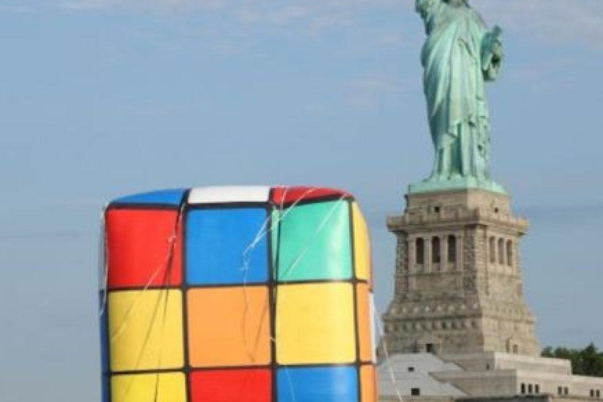 El cubo de Rubik más grande del mundo está en Knoxville, Estados Unidos; tiene tres metros de alto y pesa 500 kilos. Foto:Getty Images. Imagen Por:
