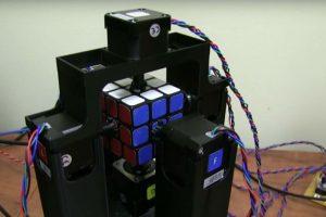 Este robot es más rápido que ustedes para resolver el cubo de Rubik. Foto:Jay Flatland / YouTube. Imagen Por: