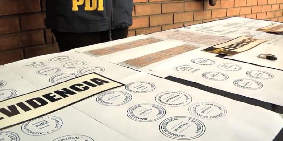 Cae hombre que tramitaba transferencias de vehículos con documentación falsa