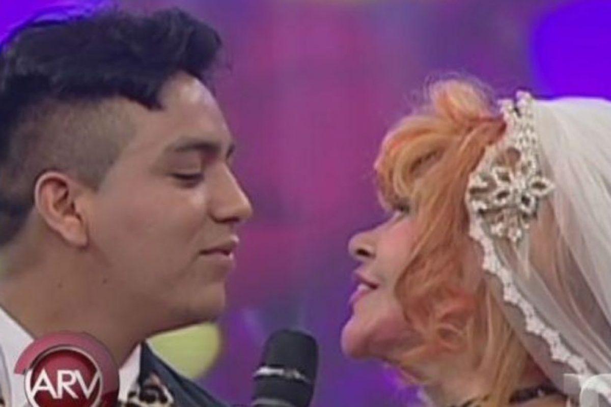 Incluso se casaron simbólicamente en la televisión peruana. Foto:vía Al Aire Tv. Imagen Por: