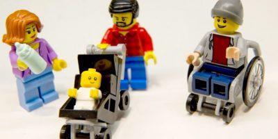 La diversidad llega al mundo Lego con un muñeco en silla de ruedas