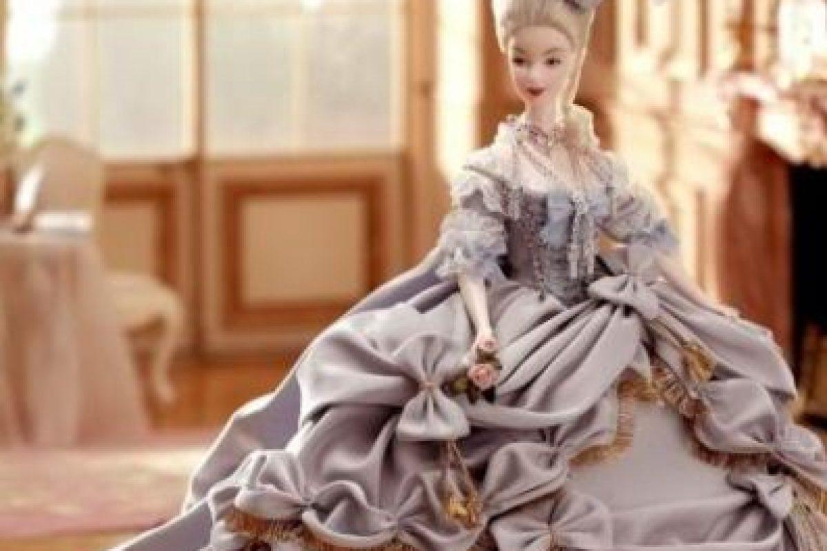 La Barbie de la reina María Antonieta. Foto:Mattel. Imagen Por: