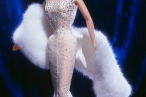 """Viene en distintas presentaciones, incluida la del vestido que usó en """"Los Caballeros las prefieren rubias"""" Foto:Mattel. Imagen Por:"""