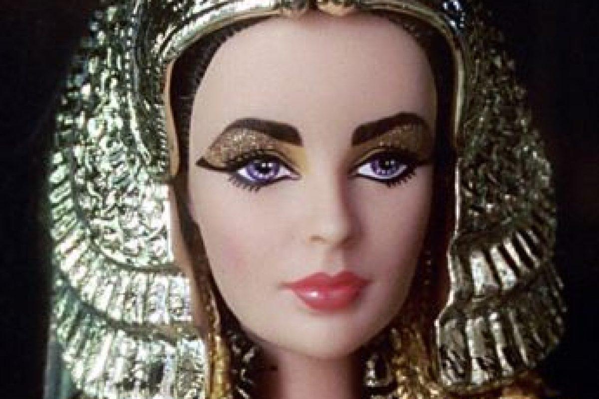 """Viene en la presentación de 1953 y con el traje que usó en """"Cleopatra"""" Foto:Mattel. Imagen Por:"""