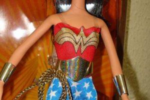 Hizo parte de una colección especial de heroínas y villanas de DC Cómics. Foto:Mattel. Imagen Por: