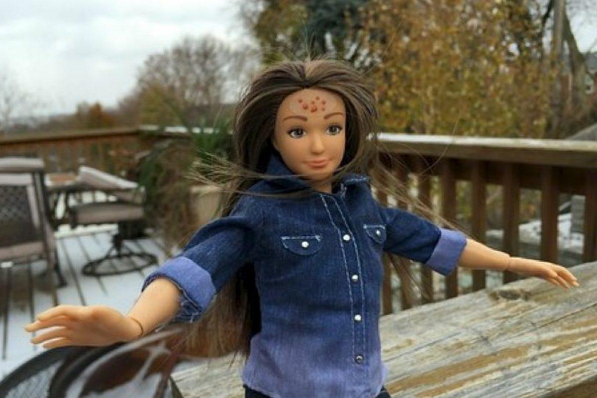 """Nickolay Lamm creó a la muñeca en 2013. La muñeca – basada en el físico de una chica """"promedio"""" de 19 años de edad (cinco pies, cuatro pulgadas (163.3 centímetros) de altura, 150 libras (68 kilogramos) de peso, con 33.5 pulgadas (85 centímetros) de busto) – nació de imágenes de photoshop de Lamm de Barbie 'la mujer real' Foto:Lammily. Imagen Por:"""
