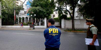 Providencia: encapuchados atacan sede de la UDI con artefacto incendiario