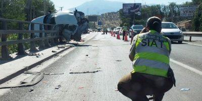 Violenta colisión entre camión y vehículo en Maipú deja una víctima fatal