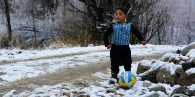 Murtaza: el niño afgano que emula a Messi con una bolsa de plástico