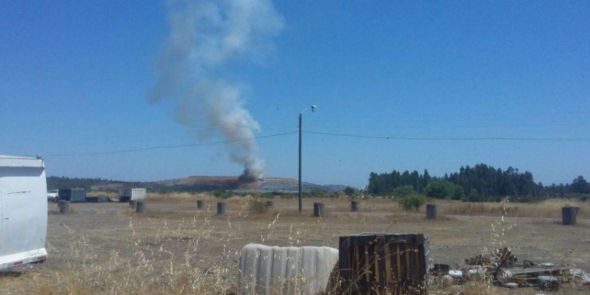 Controlan incendio al interior de relleno sanitario en la provincia de Ñuble