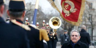 Raúl Castro inició visita de Estado en Francia