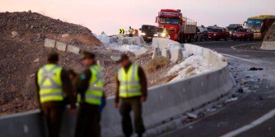 Volcamiento de camión de mudanzas deja dos muertos en Taltal