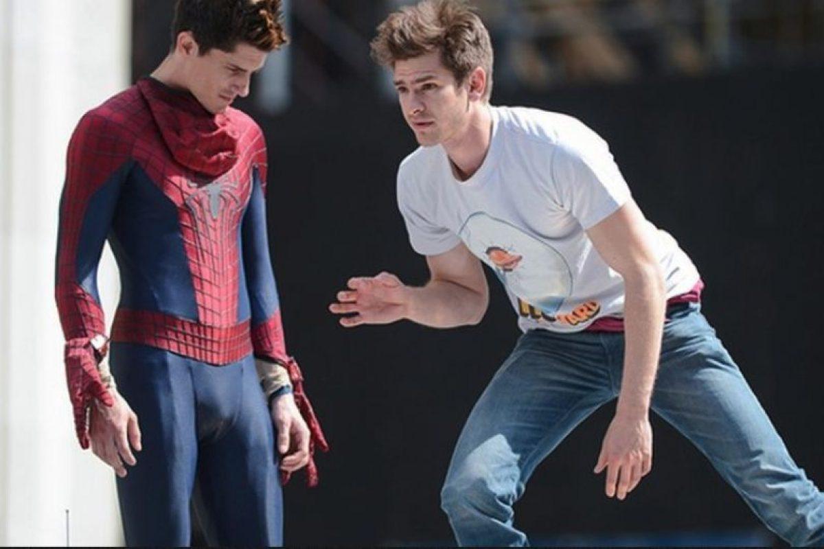 """Andrew Garfield y su doble en """"Spiderman"""" Foto: Vía finofilipino.org. Imagen Por:"""