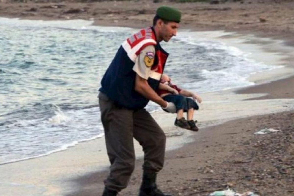 Se hundió la embarcación donde intentaba migrar con su familia hacia Europa. Foto:AFP. Imagen Por: