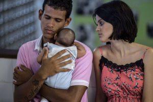 De hecho, la OMS ya emitió una alerta epidemiológica contra el virus por si posible relación con el aumento de los nacimientos de niños con microcefalia. Foto:AFP. Imagen Por: