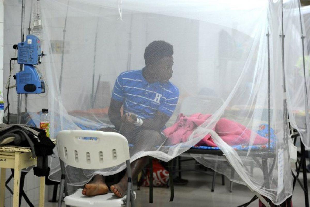 Cuando se presentan, los síntomas consisten en fiebre, erupciones maculopapulares, conjuntivitis, mialgias, artralgias, malestar y cefaleas. Foto:AFP. Imagen Por: