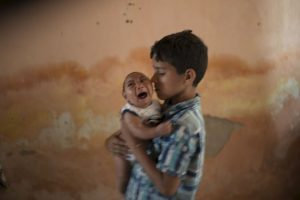 La aparición de casos de recién nacidos con microcefalia alerto aún más al país. Foto:AP. Imagen Por: