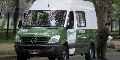 Choque entre furgón de Carabineros y bus del Transantiago deja dos uniformados heridos