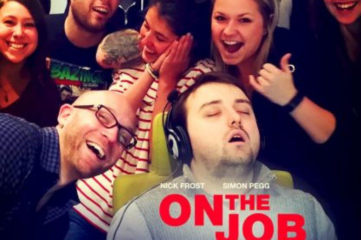 O parodiar su fotografía como póster de película. Foto:Imgur / Reddit. Imagen Por: