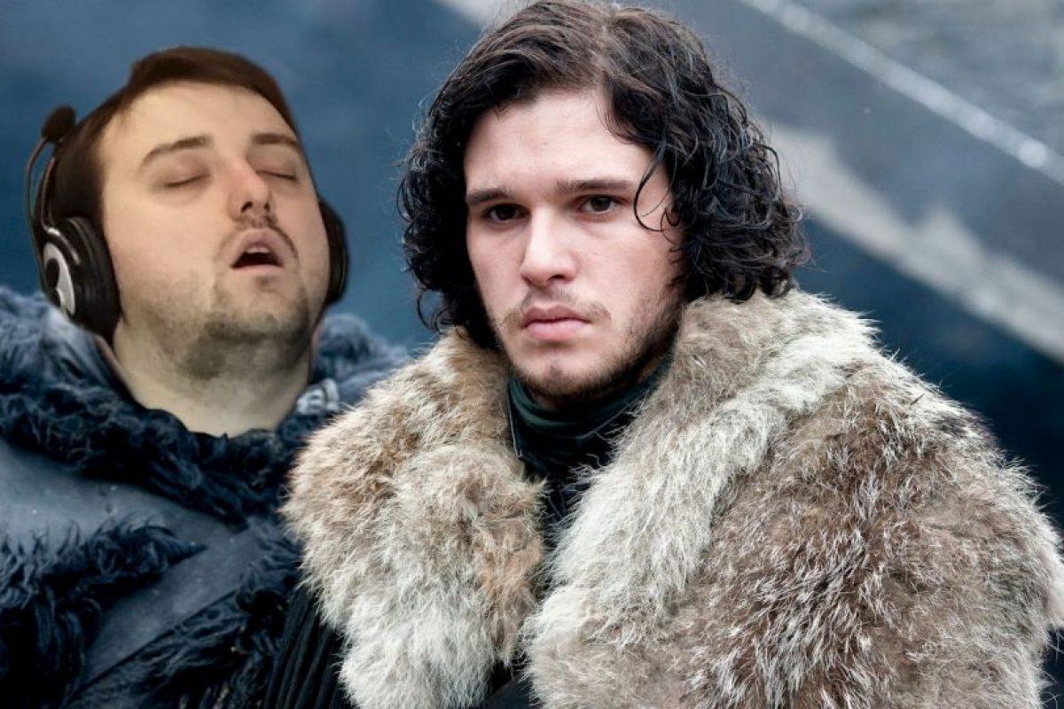 """Junto a Jon Snow, de la serie """"Game of Thrones"""" Foto:Imgur / Reddit. Imagen Por:"""