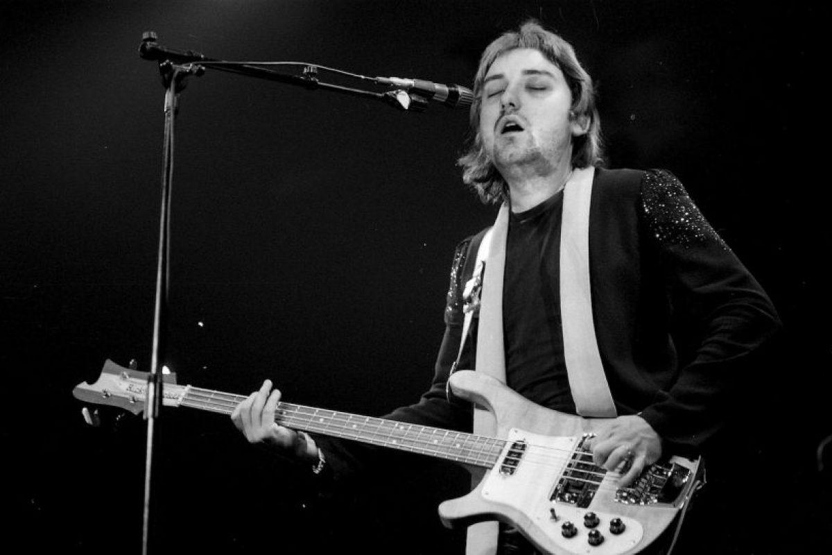 Como Paul McCartney, interpretando alguna canción Foto:Imgur / Reddit. Imagen Por: