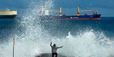 Alertan de olas de hasta 4,5 metros para este fin semana en las costas chilenas