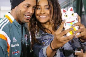 Como siempre es atento con sus fans Foto:Vía instagram.com/ronaldinhooficial. Imagen Por: