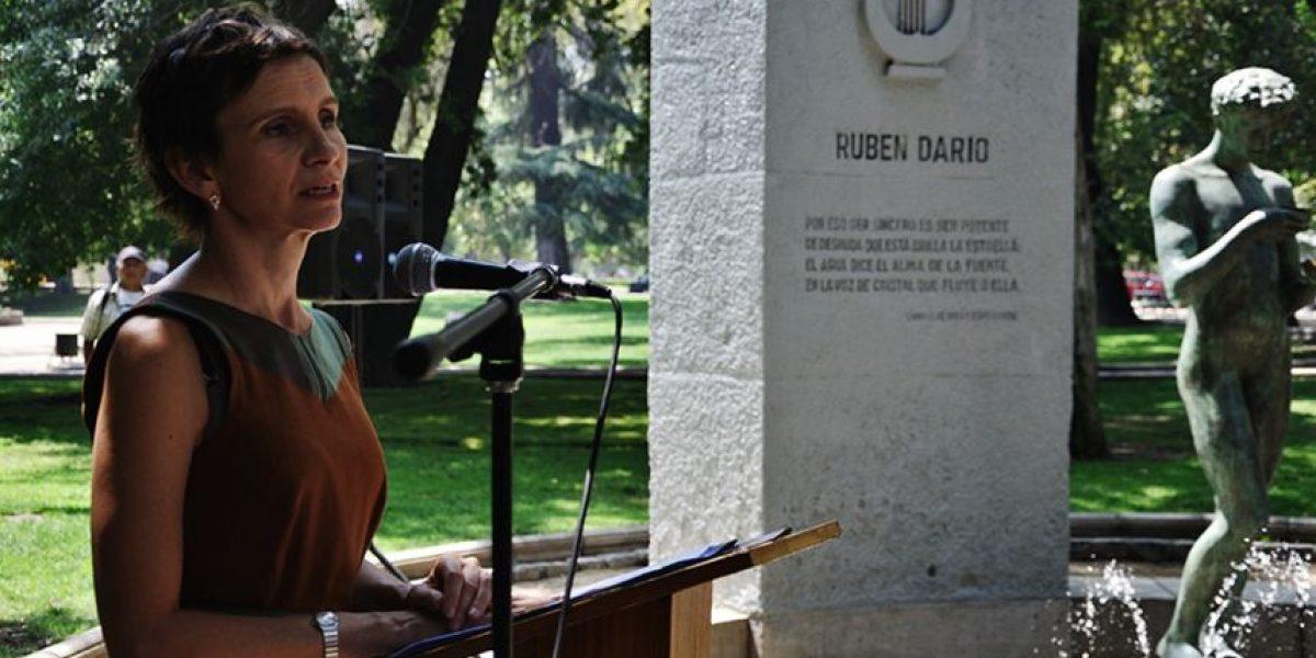 Alcaldesa de Santiago encabezó homenaje a Rubén Darío