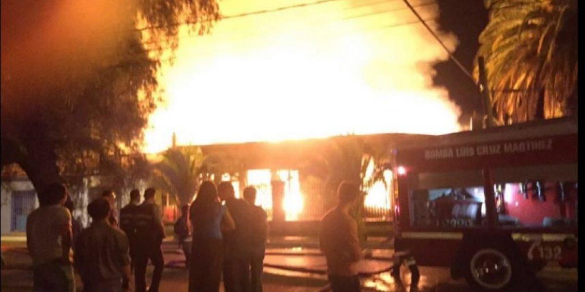 Gigantesco incendio provocó pánico entre comerciantes en pleno centro de Curicó