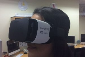 El Gear VR usado en las oficinas de Publimetro. Foto:Publimetro / Víctor Jaque. Imagen Por: