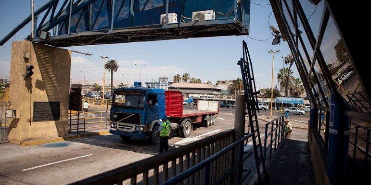 Chilenos varados y carreteras cortadas dejó paro de camioneros en Bolivia